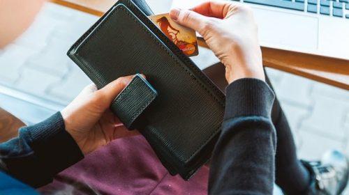 Como não pagar (ou diminuir) a anuidade do cartão de crédito