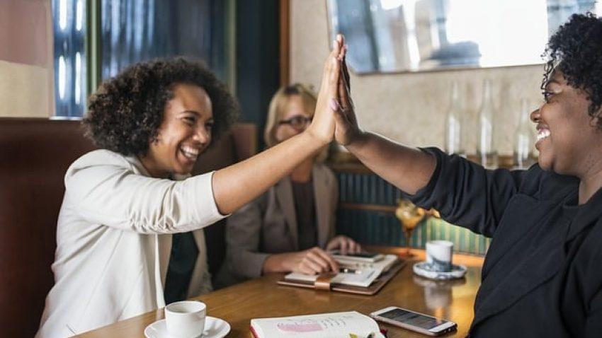 Salário alto ou ser feliz no trabalho: como escolher?