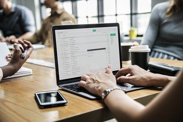 Os prós e os contras de uma conta digital