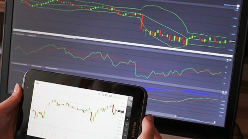 Qual a diferença entre ações e ETFs?