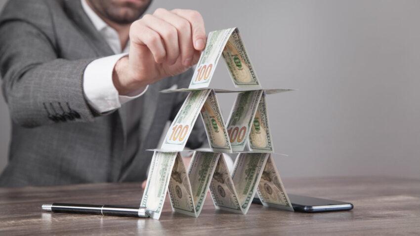 Pirâmide financeira: como se proteger para não cair em golpes