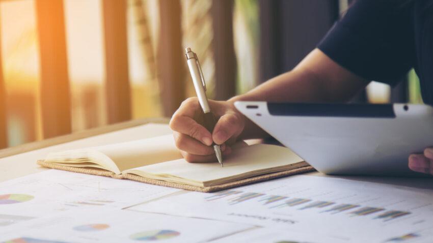 Quer estudar finanças? Veja como e por onde começar